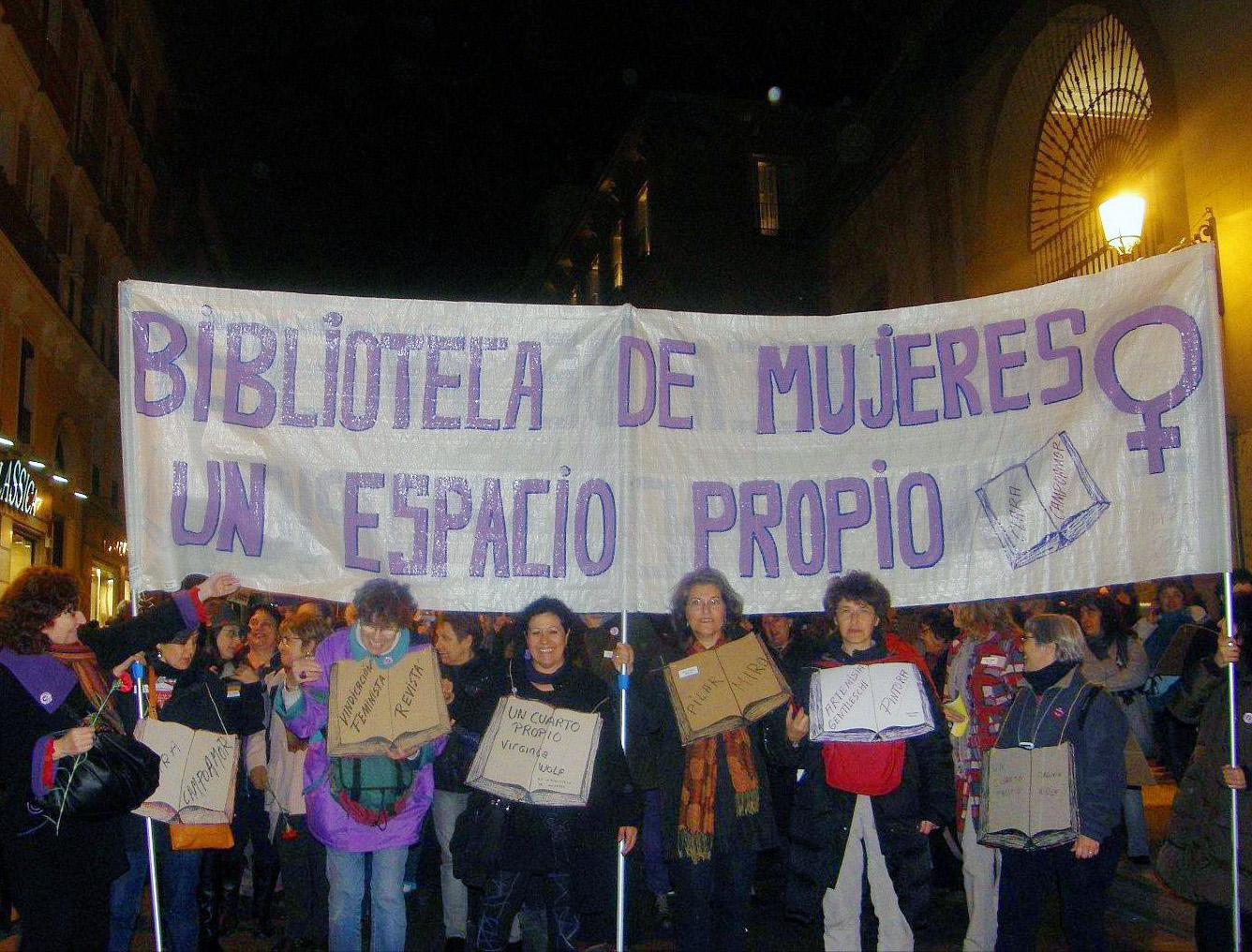Manifestación 8 de Marzo, Pancarta Un Espacio para la Biblioteca de Mujeres